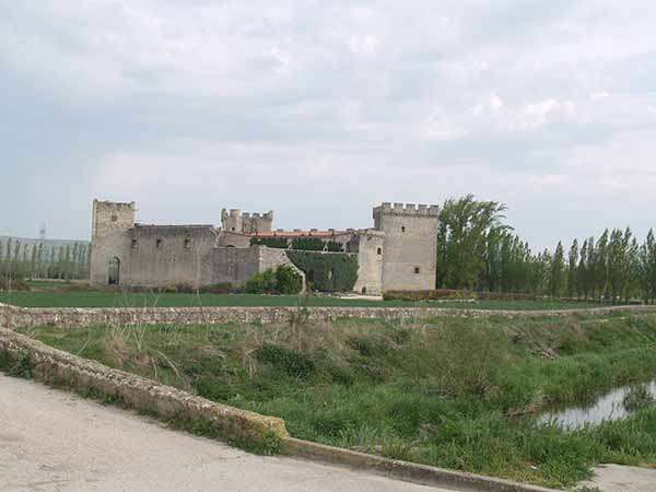 El castillo de los Adelantados, junto al cauce del Ubierna.