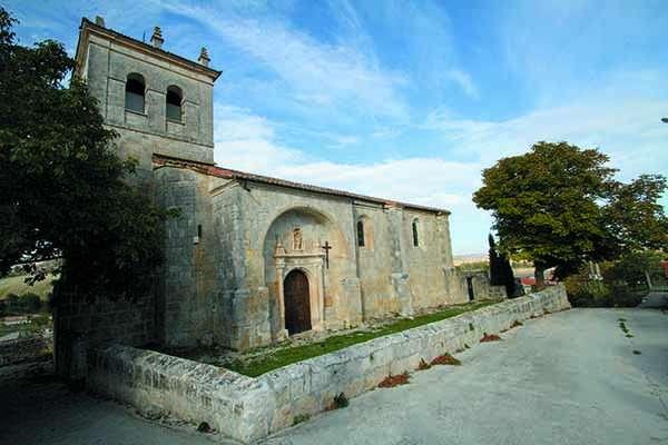 Iglesia de San Cristóbal, en la que predominan los elementos góticos y barrocos.