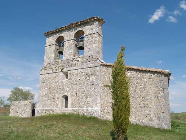 La iglesia de San Julián Mártir conserva algunos elementos románicos.